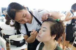 北京怎样找到一所能让自己学到技术的化妆学校