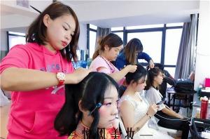 在北京怎样才能选到一所有实力的化妆学校呢?