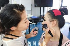 选择化妆学校时可以重点注意的地方