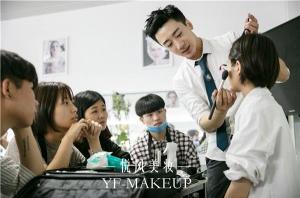 作为一名专业的化妆师,需要注意什么?
