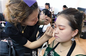 在北京这么大的城市里,怎么找到一所好的化妆学校?