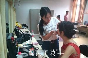 寻找化妆学校的渠道