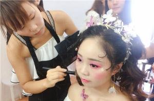 一家化妆学校的口碑到底有多重要?