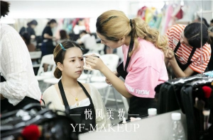 怎样才可以判断出一所化妆学校的好坏?