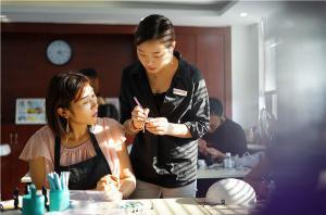 成为一名优秀的化妆师的基本要求