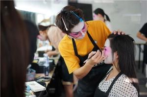 北京学化妆到底要多少钱?
