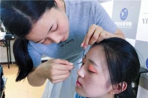 北京学化妆要多久?