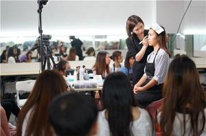 学化妆一定要去化妆学校?