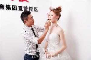 北京学化妆哪个学校好