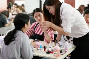 在北京众多的化妆培训学校中,哪家好呢?