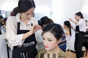 学化妆的最佳年龄是多大?