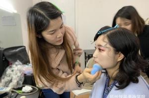 北京化妆学校怎么判断好坏?