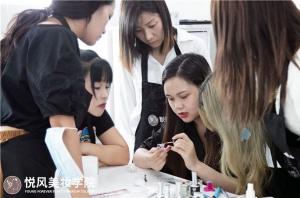 北京学化妆,如何避免难就业的困境?