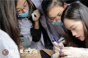 北京学纹绣与美甲哪个更赚钱?